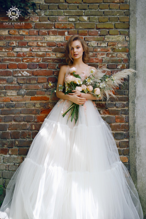 Lis Wedding                                          dress by Ange Etoiles