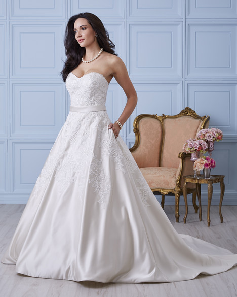 7400 Wedding                                          dress by Romantic Bridals
