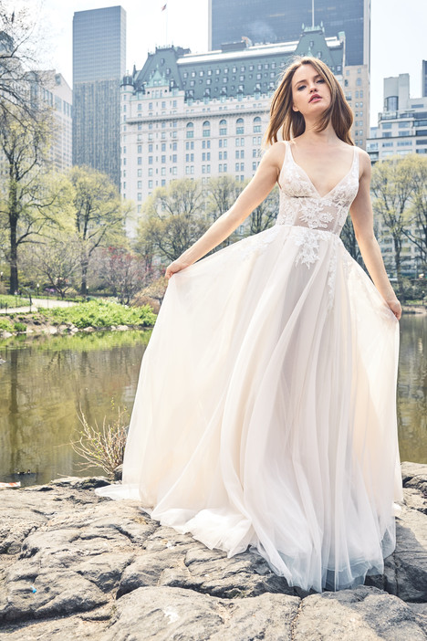 BL18109 gown from the 2018 Monique Lhuillier: Bliss collection, as seen on dressfinder.ca
