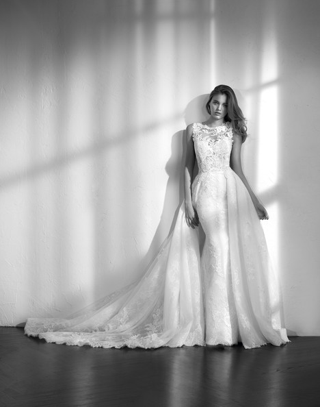Zemora gown from the 2018 Studio St. Patrick collection, as seen on dressfinder.ca