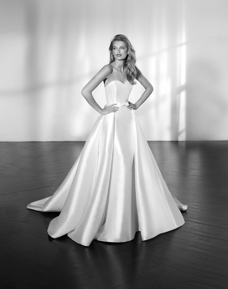 Zeta Wedding dress by Studio St. Patrick