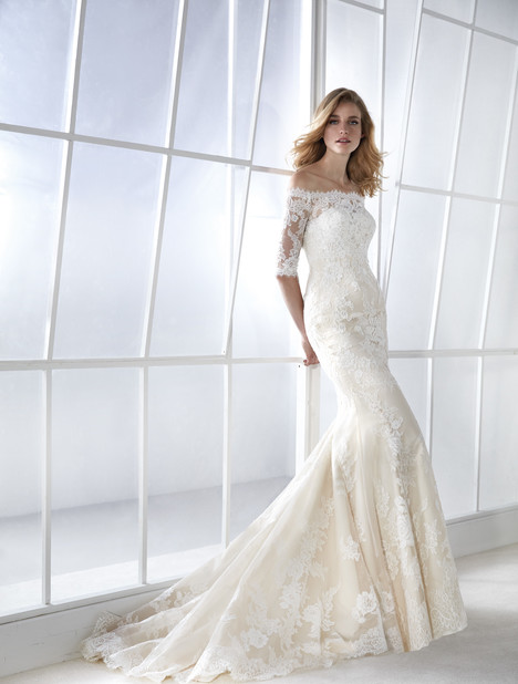 Famosa Wedding dress by White One