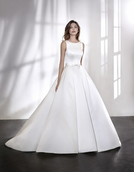 Lituania Wedding                                          dress by St. Patrick