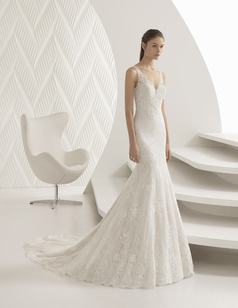 Acuario Wedding                                          dress by Rosa Clara