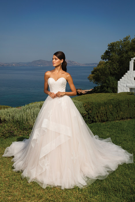 8951 Wedding                                          dress by Justin Alexander