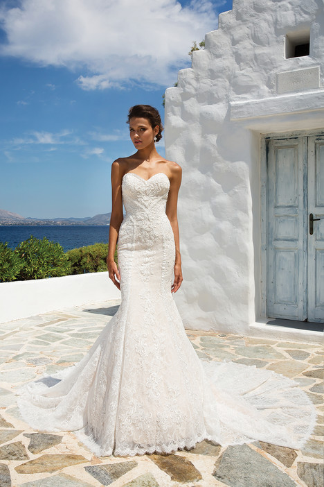 8967 gown from the 2018 Justin Alexander collection, as seen on dressfinder.ca