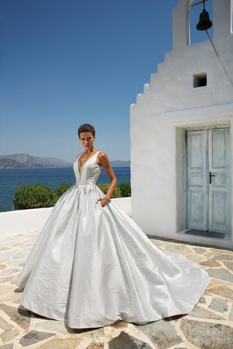 8970 Wedding                                          dress by Justin Alexander