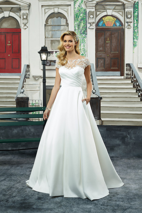Style 8943 gown from the 2018 Justin Alexander collection, as seen on dressfinder.ca