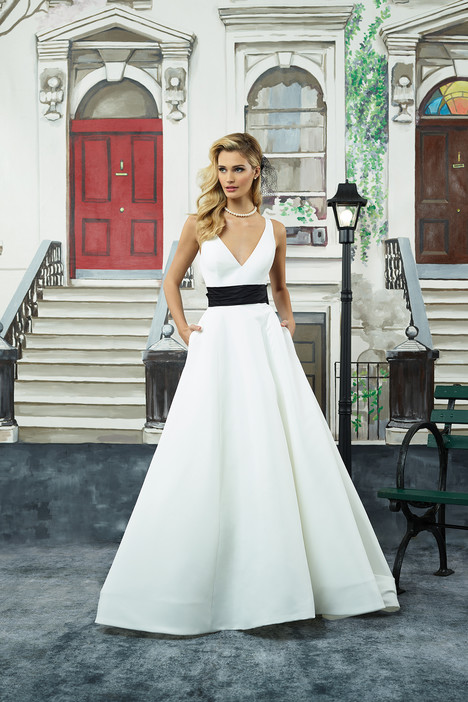 8946 Wedding                                          dress by Justin Alexander