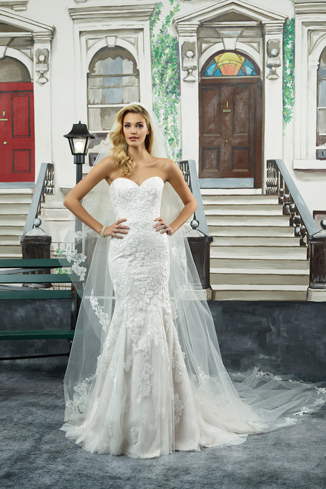 Style 8950 gown from the 2018 Justin Alexander collection, as seen on dressfinder.ca