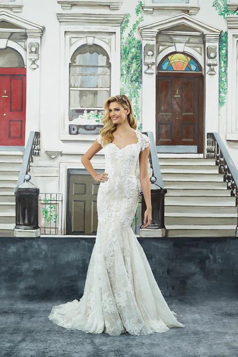 8962 Wedding                                          dress by Justin Alexander