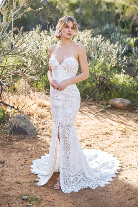 6513 Wedding                                          dress by Lillian West