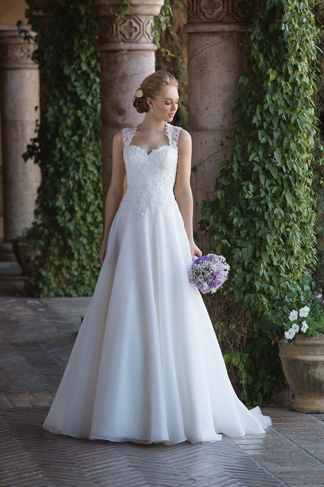 4009 Wedding                                          dress by Sincerity