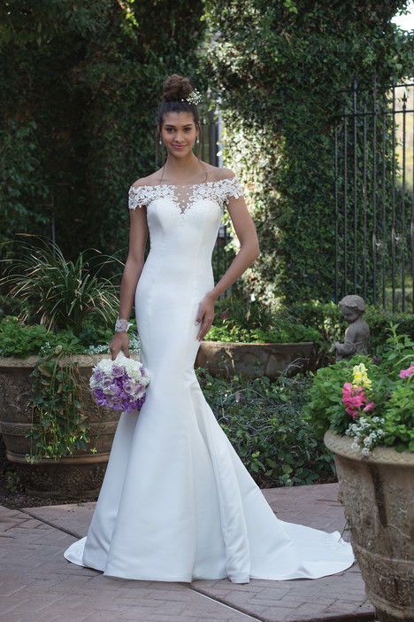 4010 Wedding                                          dress by Sincerity