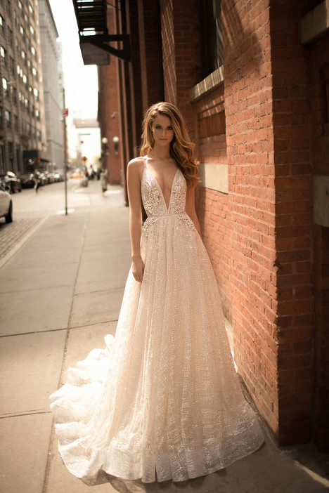 Style 18-17 gown from the 2018 Berta Bridal collection, as seen on dressfinder.ca