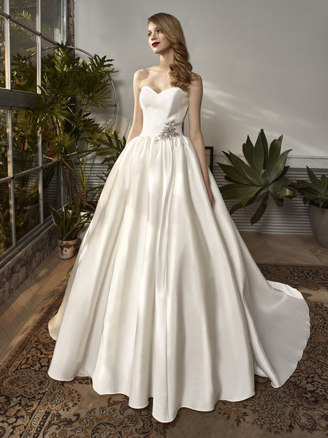 BT18-01 Wedding                                          dress by Enzoani Beautiful Bridal