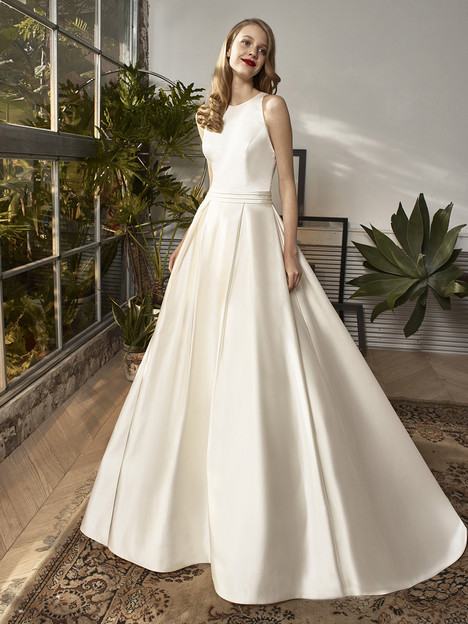 BT18-25 Wedding                                          dress by Enzoani : Beautiful