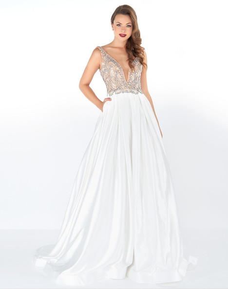 66182R (White + Silver) gown from the 2018 Mac Duggal : Black White Red collection, as seen on dressfinder.ca