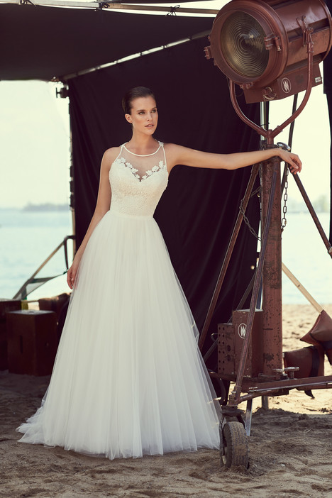 2187 Wedding                                          dress by Mikaella