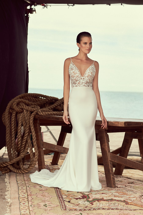 2190 Wedding                                          dress by Mikaella