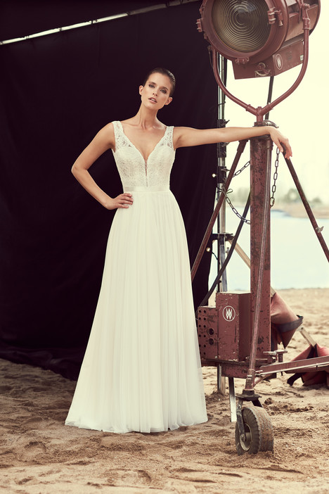 2193 Wedding                                          dress by Mikaella