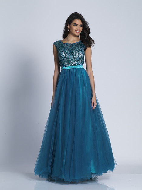 5274 gown from the 2018 Dave & Johnny Special Occasions collection, as seen on dressfinder.ca