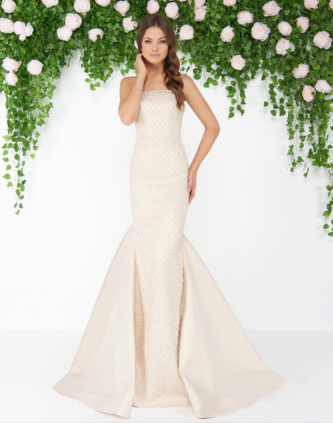 79183D (Vanilla) gown from the 2018 Mac Duggal : Couture collection, as seen on dressfinder.ca