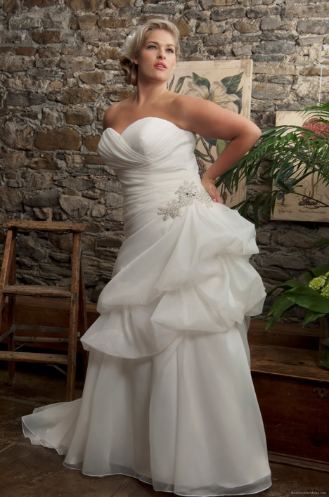4187 Wedding dress by Callista