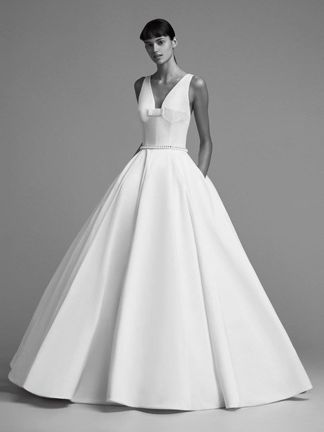 Look 8 gown from the 2018 Viktor & Rolf Mariage collection, as seen on dressfinder.ca