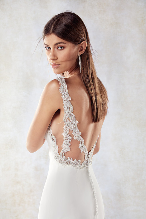 SEK1185 (back) gown from the 2018 Eddy K collection, as seen on dressfinder.ca