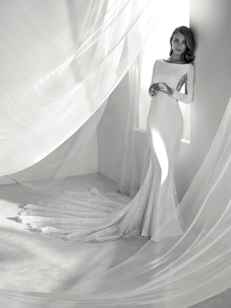 Ricia gown from the 2018 Pronovias Atelier collection, as seen on dressfinder.ca