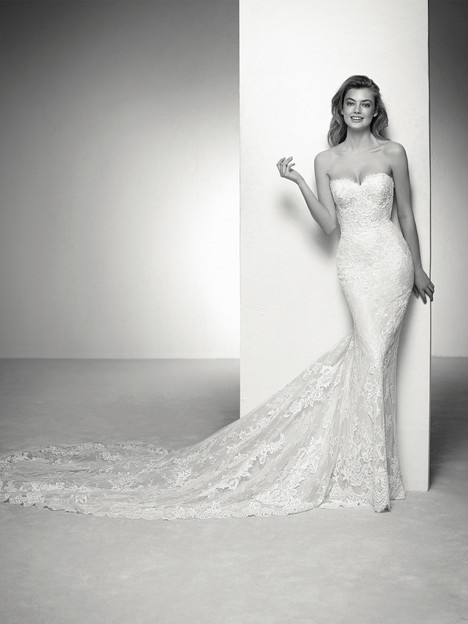 Ilona Wedding                                          dress by Pronovias Privée