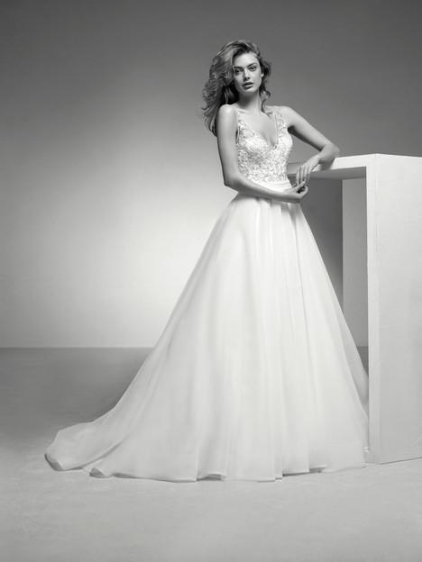Itera Wedding                                          dress by Pronovias Privée