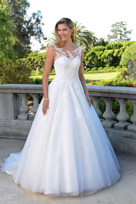 AT4684N Wedding dress by Venus Bridal: Angel & Tradition