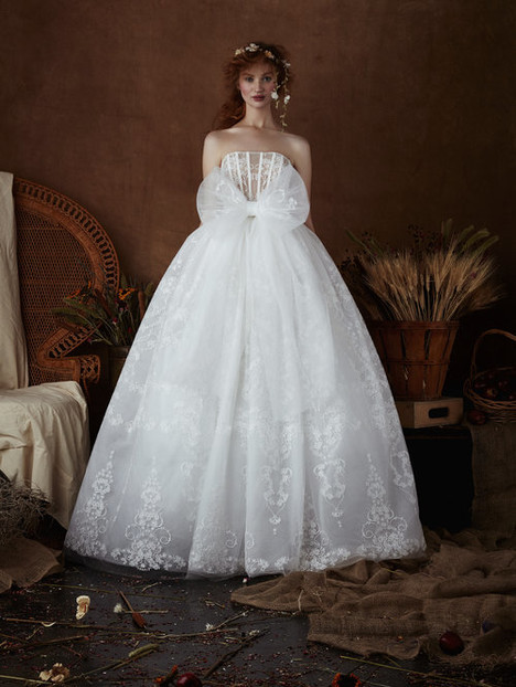 Lonnie Wedding                                          dress by Isabelle Armstrong