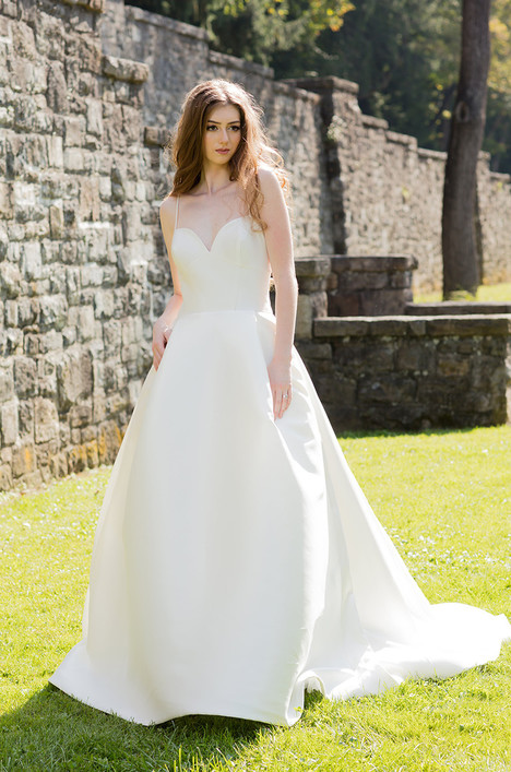 Catalina (4062) Wedding dress by Barbara Kavchok