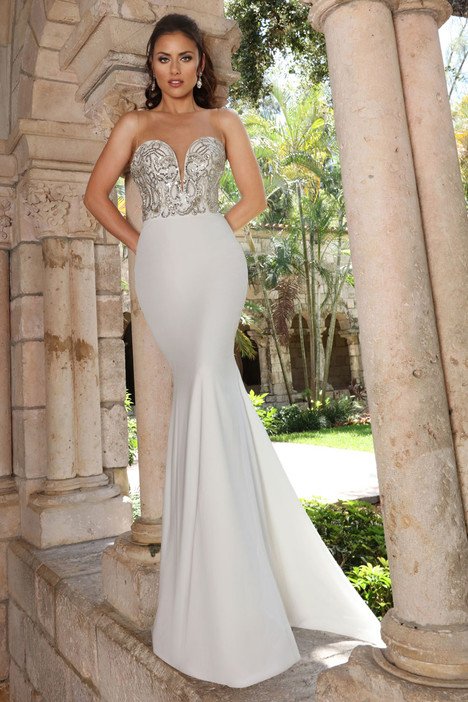 13142 gown from the 2018 Cristiano Lucci collection, as seen on dressfinder.ca