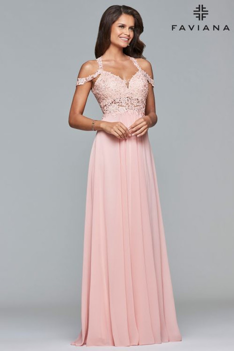 10006 gown from the 2018 Faviana Prom collection, as seen on dressfinder.ca