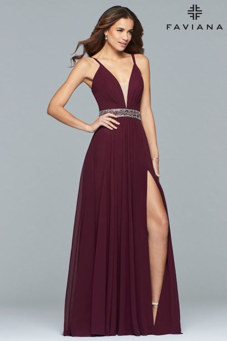 10039 gown from the 2018 Faviana Prom collection, as seen on dressfinder.ca