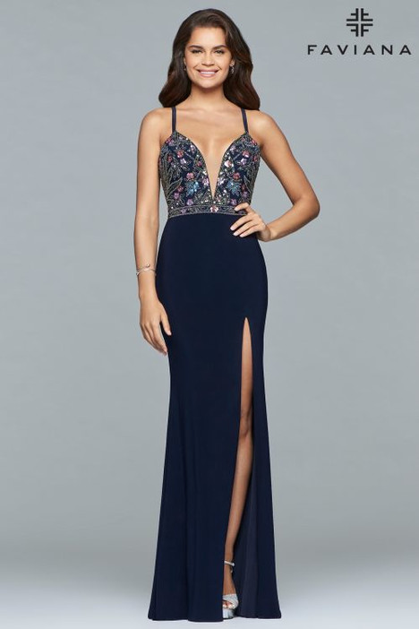10067 gown from the 2018 Faviana Prom collection, as seen on dressfinder.ca