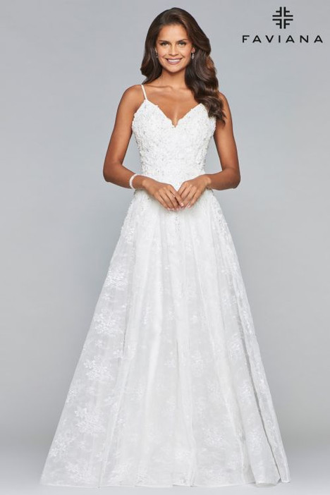 10085 Prom                                             dress by Faviana Prom