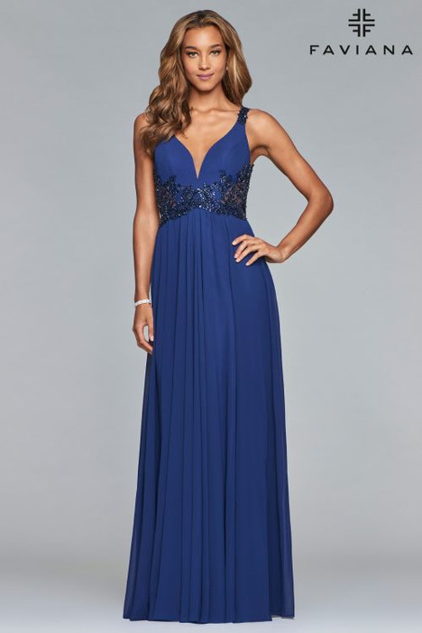 10102 gown from the 2018 Faviana Prom collection, as seen on dressfinder.ca
