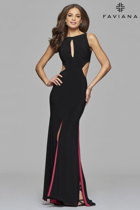 7897 Prom                                             dress by Faviana Prom