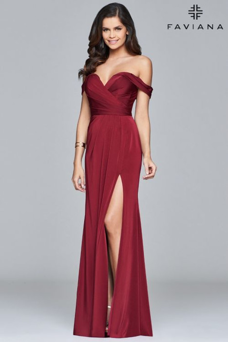 8083 gown from the 2018 Faviana Prom collection, as seen on dressfinder.ca