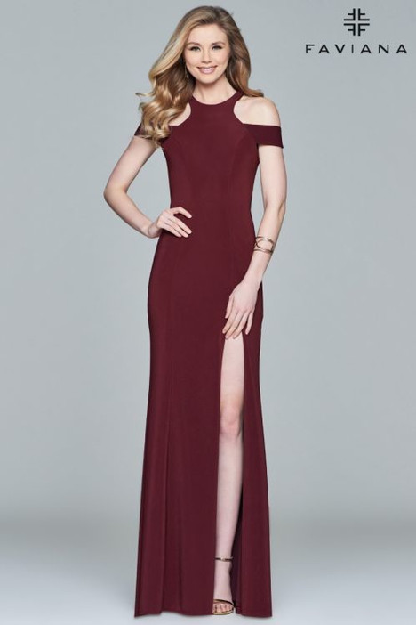 8086 gown from the 2018 Faviana Prom collection, as seen on dressfinder.ca