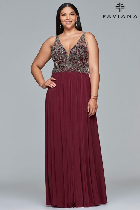 9424 gown from the 2018 Faviana Prom collection, as seen on dressfinder.ca