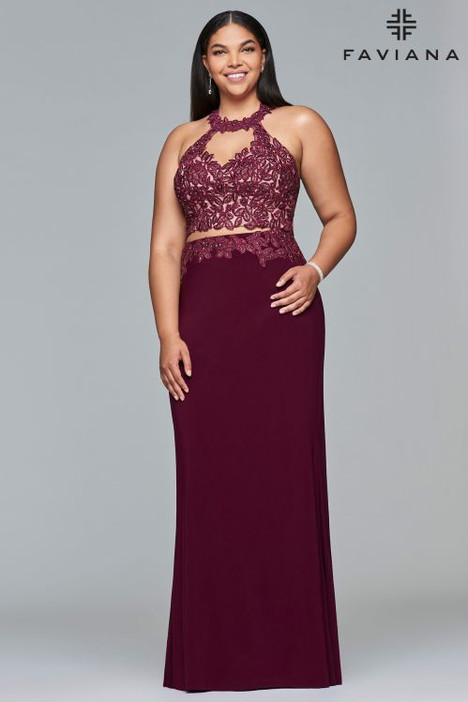 9427 gown from the 2018 Faviana Prom collection, as seen on dressfinder.ca