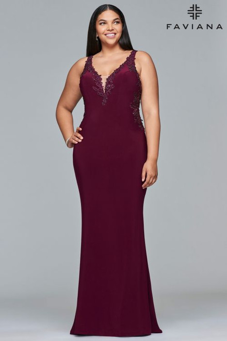 9432 gown from the 2018 Faviana Prom collection, as seen on dressfinder.ca