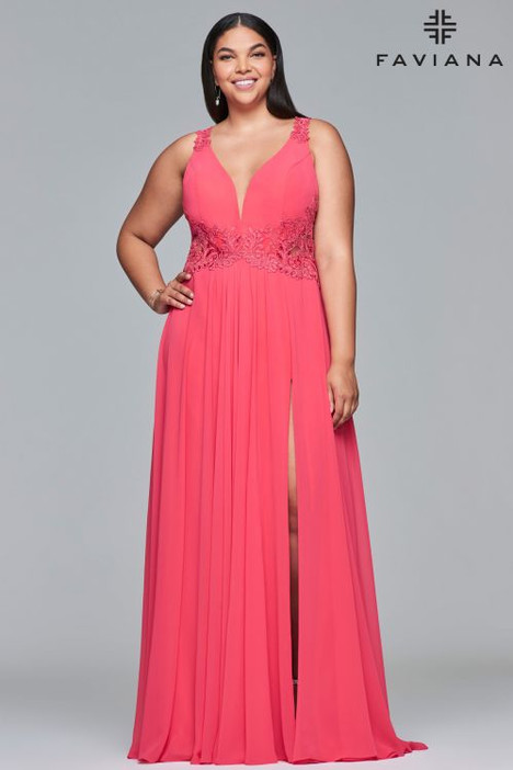 9433 gown from the 2018 Faviana Prom collection, as seen on dressfinder.ca