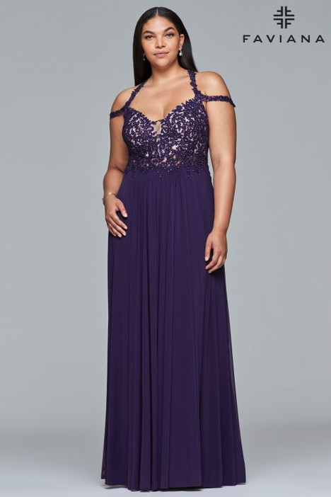9439 gown from the 2018 Faviana Prom collection, as seen on dressfinder.ca
